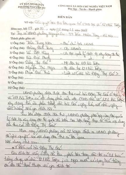 """Hà Nội: """"Mỏi mắt"""" đợi sổ đỏ, cụ bà 76 tuổi lại phải kêu cứu vì nhà cổ bất ngờ lún, nứt! - 1"""