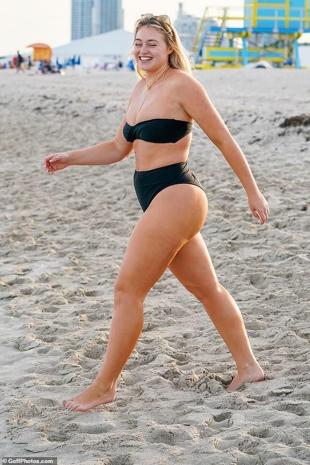 Iskra Lawrence chia sẻ từng rất tự ti về ngoại hình béo tốt của mình ngay cả khi đã là người mẫu ngoại cỡ nổi tiếng. Cô luôn ý thức tập luyện thể dục và tuân thủ chế độ ăn uống khoa học để có thể hình săn chắc, giảm cân về ngoại hình như y muốn, đặc biệt muốn bắp chân nhỏ gọn lại. Tuy nhiên, cô cũng phản đối việc quá gầy gò như người mẫu nội y của Victorias Secret.