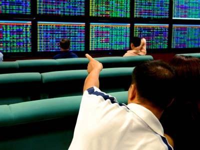 Với những đợt chi bộn tiền từ các ông chủ và đại gia ngân hàng, từ đầu tháng 12 đến nay, cổ phiếu TCB liên tiếp xuất hiện những phiên giao dịch thỏa thuận khủng với tổng hơn 148 triệu cổ phiếu được sang tay, giá trị lên tới 3.294 tỷ đồng.