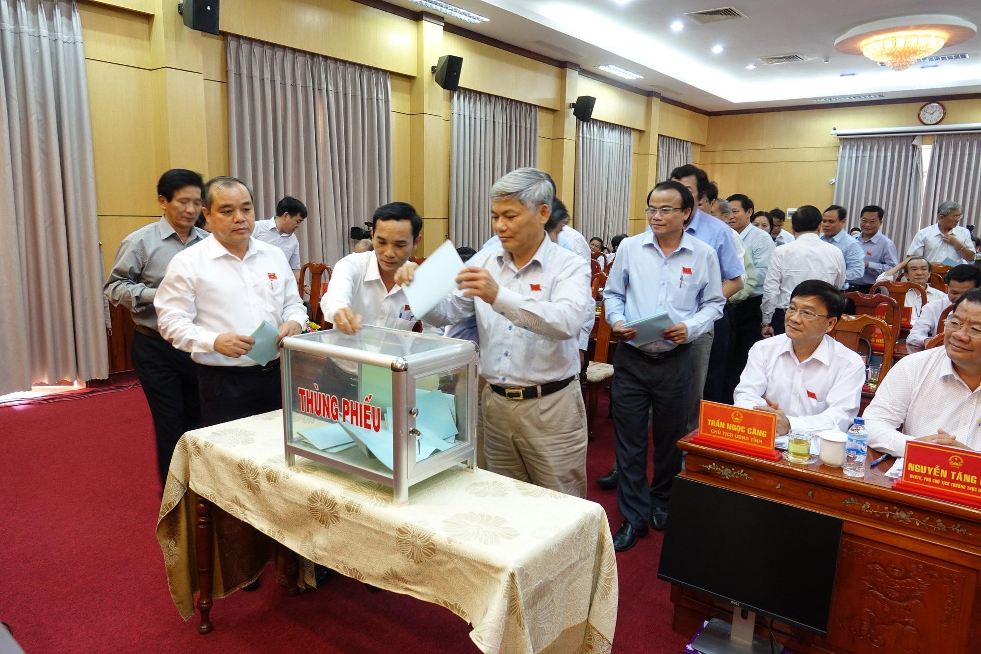 Quảng Ngãi: Nguyên Trưởng Ban Dân tộc tỉnh đứng đầu về phiếu tín nhiệm thấp - Ảnh 1.
