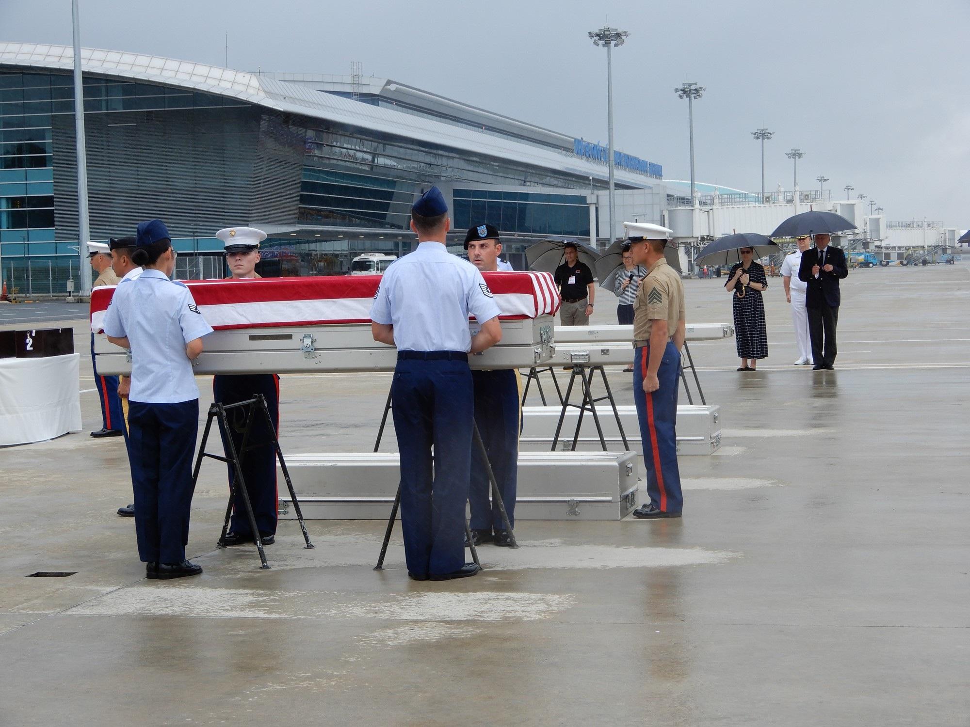 Việt Nam trao trả hài cốt quân nhân Hoa Kỳ lần thứ 147 - Ảnh 2.