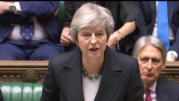 Thủ tướng Anh Theresa May tuyên bố tạm hoãn bỏ phiếu tại Hạ viện thông qua kế hoạch Brexit (Ảnh: CBS)