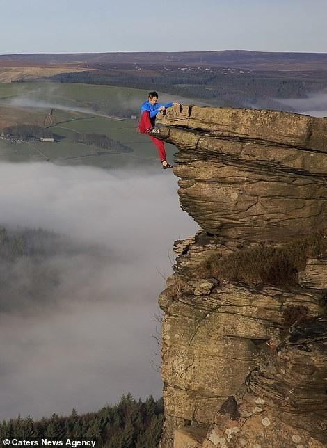 Thử thách gây sốc, tay không bám vào vách đá ở độ cao trăm mét - 2