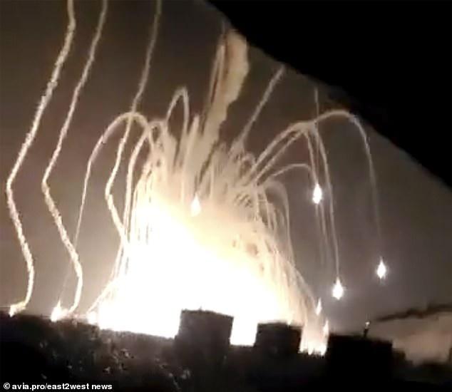 Khoảnh khắc tên lửa phát nổ như cầu lửa (Ảnh: East2west)