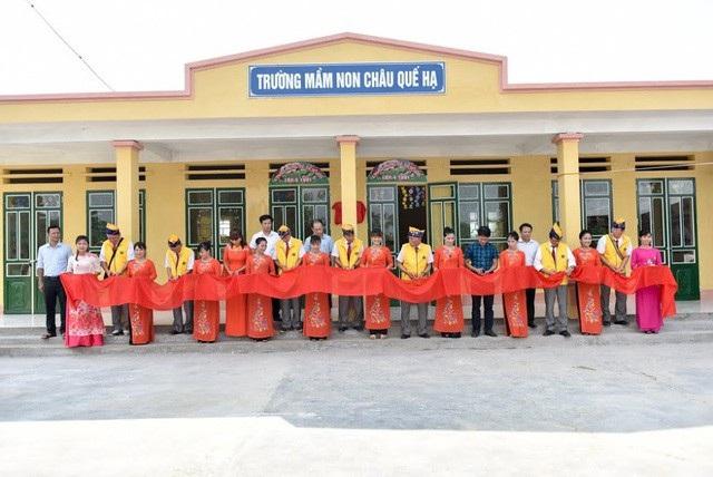 Trước đó, ngày 13/7/2018, báo Dân trí cũng đã khánh thành công trình 2 phòng học Dân trí tại Trường mầm non Châu Quế Hạ, huyện Văn Yên, tỉnh Yên Bái