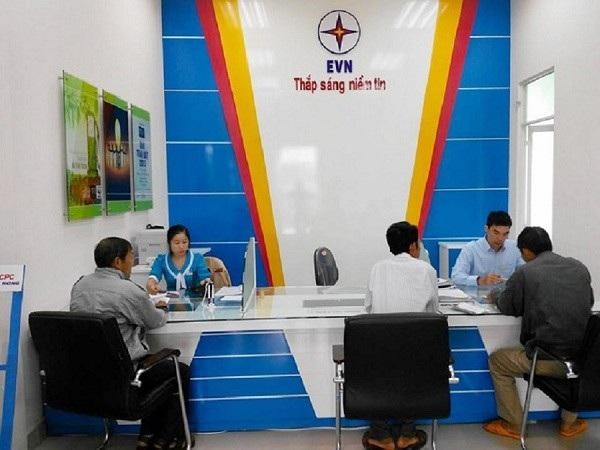 Khách hàng được tạo điều kiện khi đến làm thủ tục cấp điện tại Điện lực các huyện, thị xã