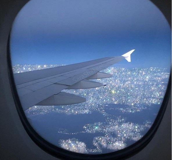 Dân tình xôn xao vì chiếc máy bay dát kín kim cương ở Dubai - Ảnh 2.