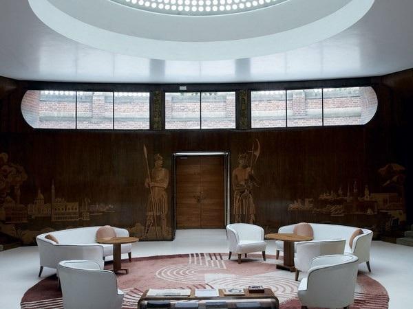 Công trình có thiết kế đầy ấn tượng, với điểm nhấn đến từ những chi tiết trang trí đậm chất nghệ thuật tại lối vào, cùng với đó là cách bố trí không gian sáng tạo.