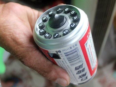 Chiếc điện thoại từ lon bia.