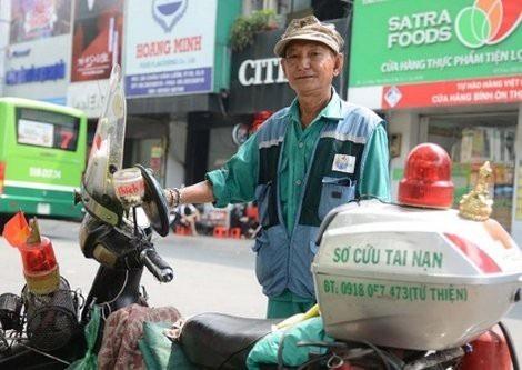 Trạm y tế đi động đã cứu giúp nhiều người gặp nạn giữa đường.