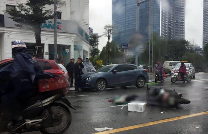 Va chạm với ô tô, người đi xe máy tử vong trên phố Hà Nội - Ảnh 1.