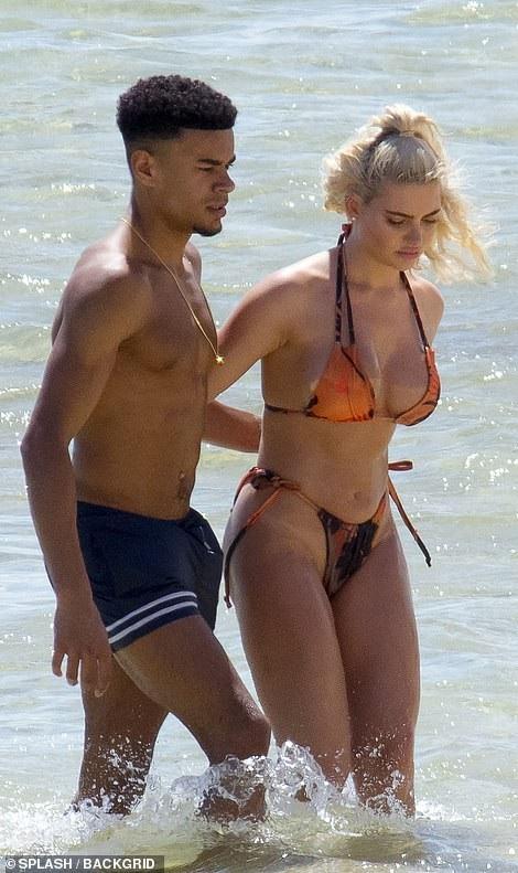 Megan Barton Hanson và bạn trai Wes Nelson đang tận hưởng kỳ nghỉ ámáp tại Mauritius