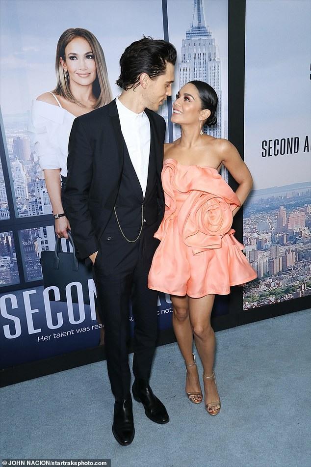 Vanessa Hudgens đẹp đôi bên bạn trai Austin Butler dự ra mắt phim mới của cô Second Act. Sự kiện diễn ra tại New York ngày 12/12 vừa qua