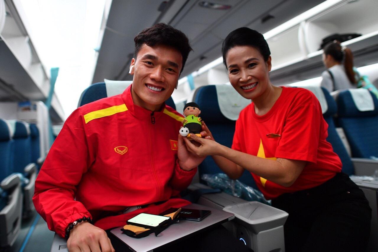 Món quà đặc biệt dành tặng thầy trò HLV Park Hang Seo trên máy bay - Ảnh 7.