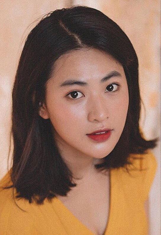 Ngay từ khi còn ngồi trên ghế nhà trường, Minh Trang đã góp mặt trong một vài bộ phim truyền hình và gần đây nhất là bộ phim Tình khúc bạch dương.