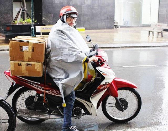 Trời mưa rét như những ngày gần đây là thời điểm để shipper hốt bạc.