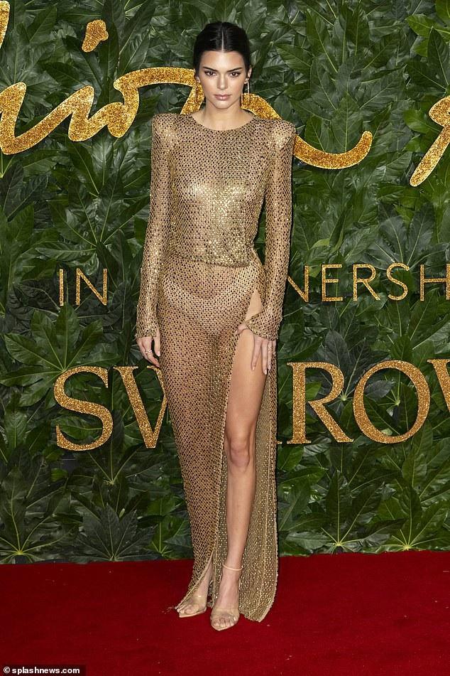 Năm 2017, siêu mẫu 23 tuổi cao 1,78m là người mẫu được trả lương cao nhất thế giới sau khi truất ngôi siêu mẫu đàn chị Gisele Bündchen và năm nay Kendall Jenner tiếp tục củng cố vị trí thứ nhất với thu nhập 22,5 triệu đô la theo tạp chí Forbes bình chọn. Kendall đã trình diễn cho nhiều thương hiệu hàng đầu thế giới bao gồm Burberry, Versace và Fendi, ngoài ra cô còn là gương mặt quảng cáo của nhiều nhãn hiệu bao gồm Estee Lauder, Adidas, Longchamp và Calvin Klein.
