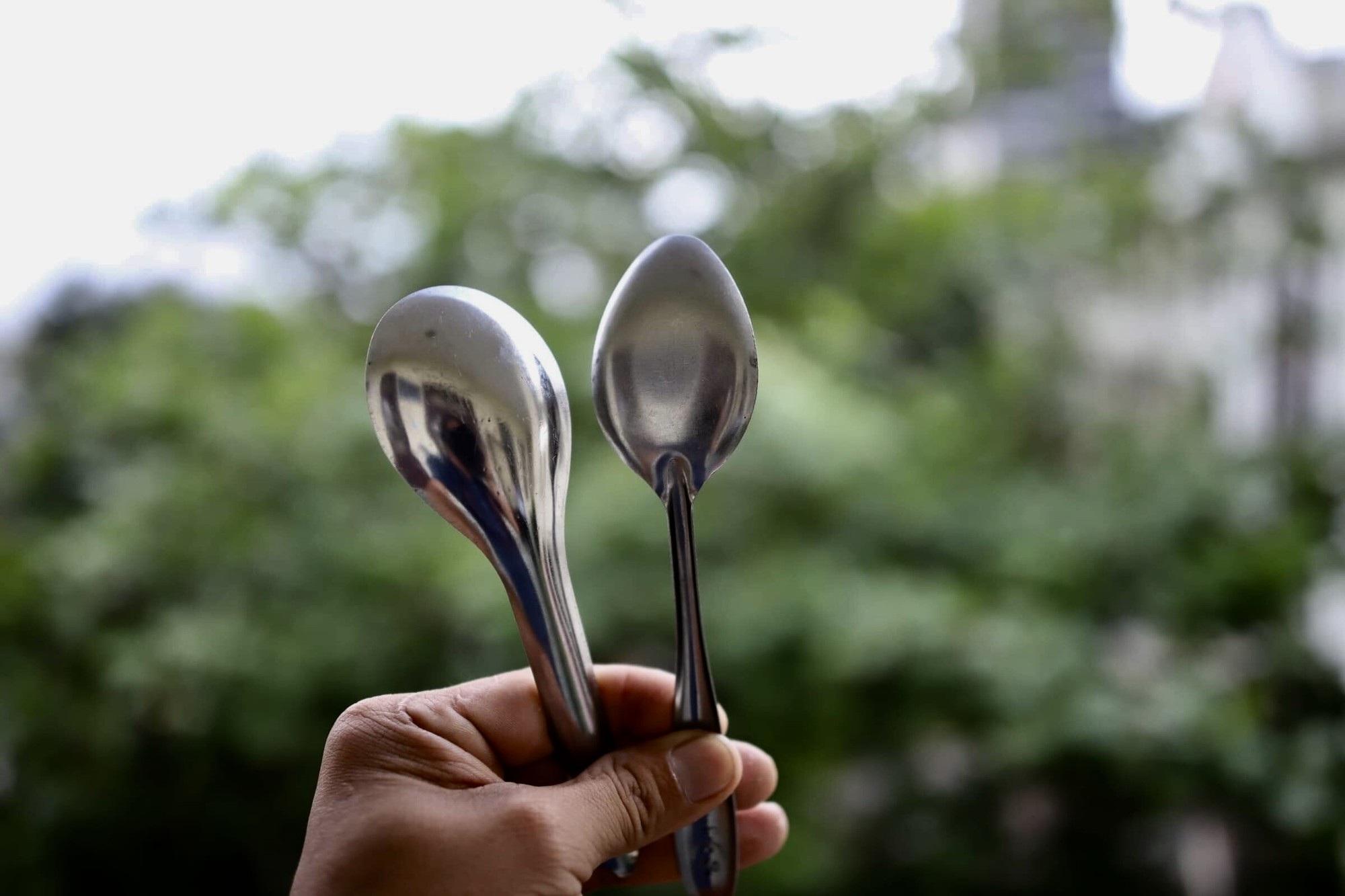 Đà Nẵng ngăn chặn ngộ độc thực phẩm với muỗng không rãnh - Ảnh 1.