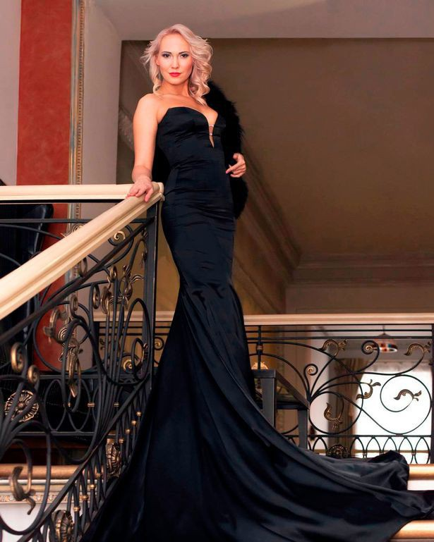 Nữ hoàng sắc đẹp đem con gái 13 tuổi đi bán trinh cho đại gia với giá 20.000 bảng Anh - 4