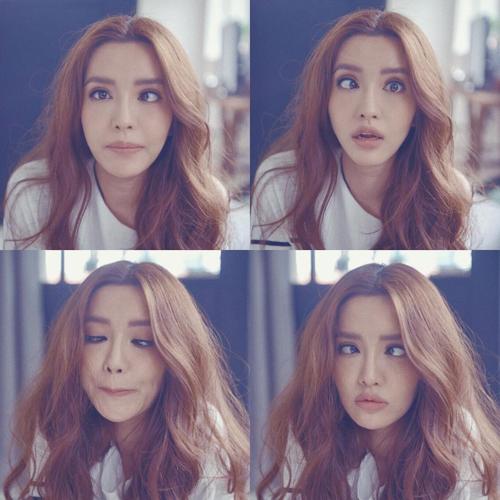 Ca sĩ Bích Phương gây bất ngờ cho fan khi làm lác từng mắt một, cô cho rằng đây chính là siêu năng lực của mình.