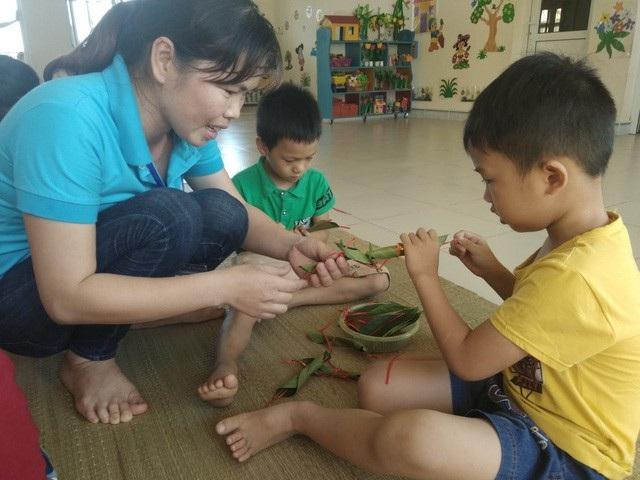 Bộ trưởng Phùng Xuân Nhạ: Khó giàu từ nghề giáo nhưng thu nhập phải đảm bảo - Ảnh 2.