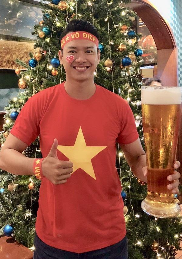 Siêu mẫu Đức Vĩnh bày tỏ niềm vui và hạnh phúc khi Việt Nam chiến thắng: Một trận đấu quá cảm xúc. Tôi đã tin đội tuyển Việt Nam sẽ chiến thắng nhưng vẫn vỡ òa vì vui sướng khi điều đó trở thành sự thật.