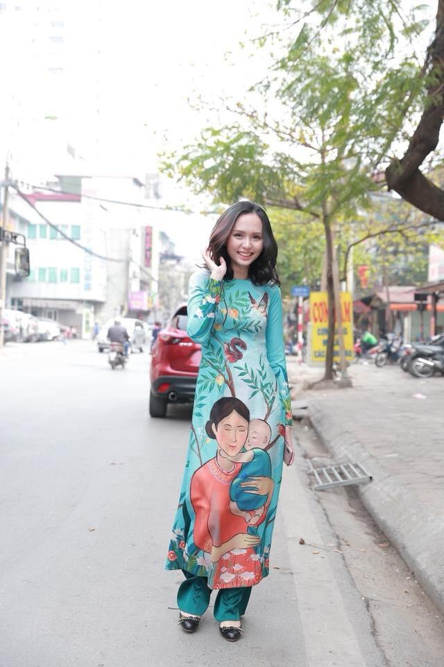 Hai chị em ruột là vợ và bạn gái tuyển thủ Việt Nam khoe sắc tại SVĐ Mỹ Đình - 7