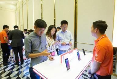 Với mức giá vừa được công bố, 4 mẫu điện thoại Vsmart sẽ cạnh tranh trực tiếp với các đối thủ đến từ Trung Quốc như Xiaomi, Huawei, Vivo, Realme, Honor hay Nokia.
