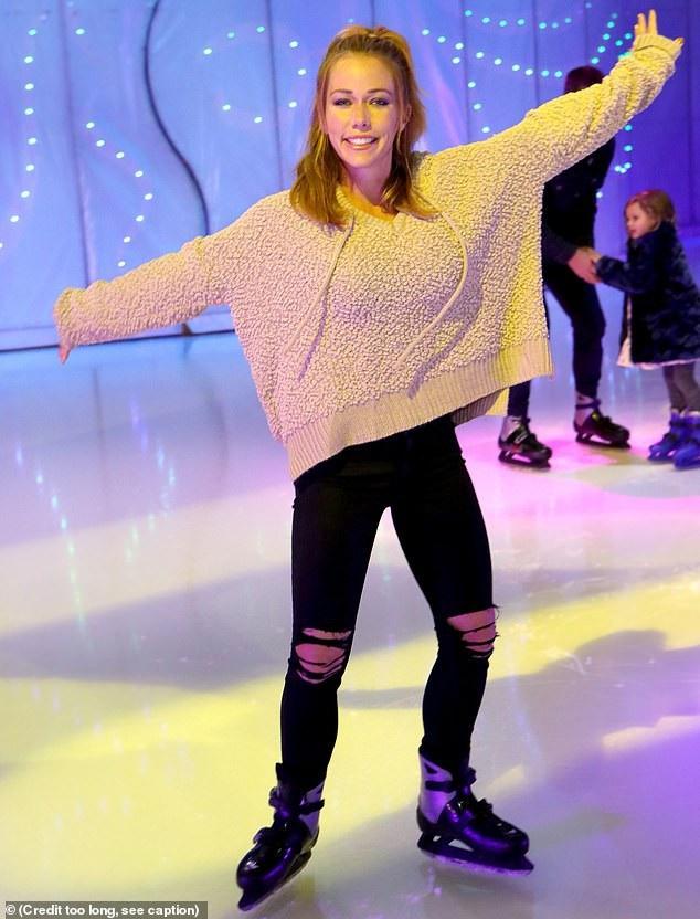Kendra Wilkinson vui vẻ trượt băng