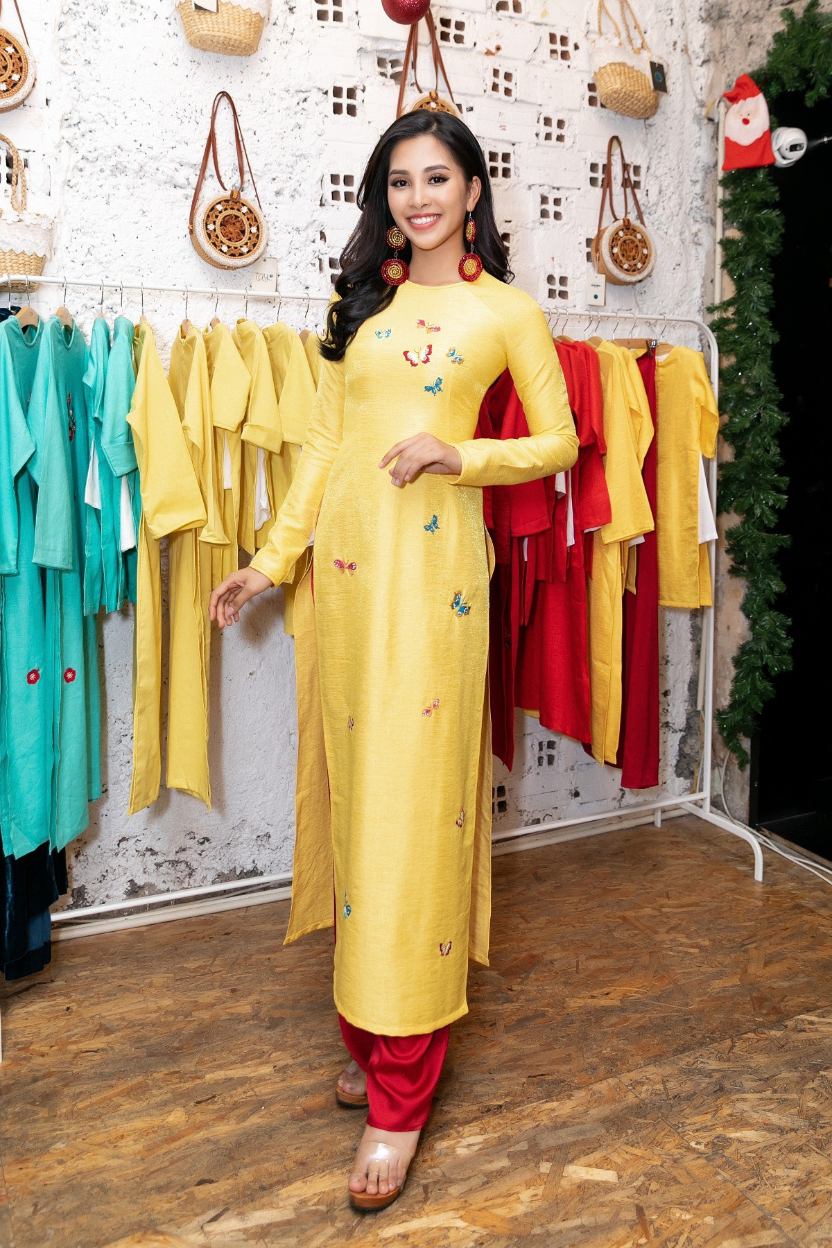 Hoa hậu Tiểu Vy khoe nhan sắc cuốn hút sau Miss World 2018 - Ảnh 2.
