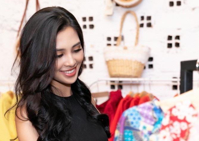 Hoa hậu Tiểu Vy khoe nhan sắc cuốn hút sau Miss World 2018 - Ảnh 7.