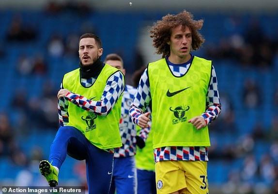 Hazard và Luiz khởi động trước trận đấu