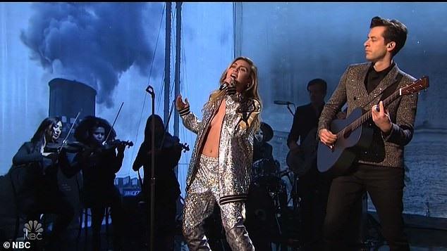 Miley còn mới tiết lộ cô sẽ xuất hiện trong tập mới của phim truyền hình Black Mirror sẽ ra mắt trong vài tuần tới.