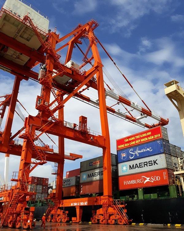 Cảng Quy Nhơn lập kỷ lục lượng hàng hóa thông qua cảng sau cổ phần hóa bất thương.