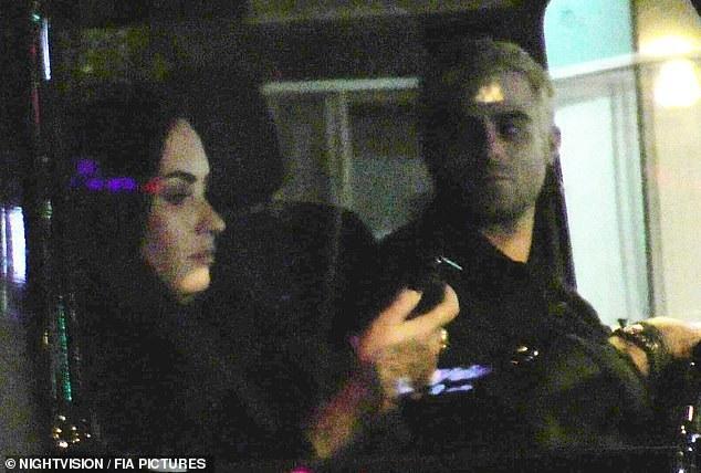 Ca sỹ Demi Lovato bị bắt gặp đi chơi tối cùng nhà thiết kế Henry Levy tại Beverly Hills, Mỹ tối 16/12 vừa qua