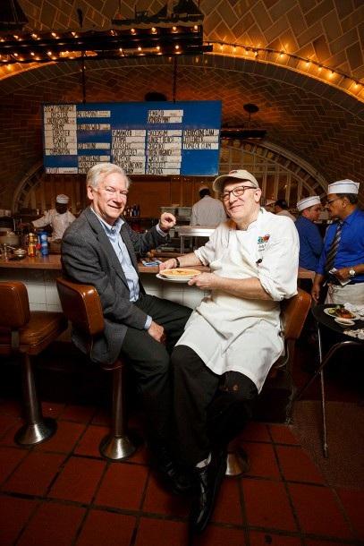 Ông Rick Antosh và bếp trưởng Sandy Ingber