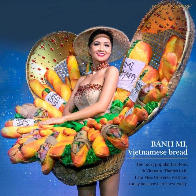 Ở vòng đấu đầu tiên, trình diễn trang phục dân tộc với hình ảnh bánh mì đã lọt top 10 trang phục dân tộc ấn tượng nhất. Mặc dù thời điểm công bố trang phục đã vấp phải nhiều ý kiến trái chiều nhưng sự kiên định đã giúp cô gái Việt Nam gây ấn tượng.
