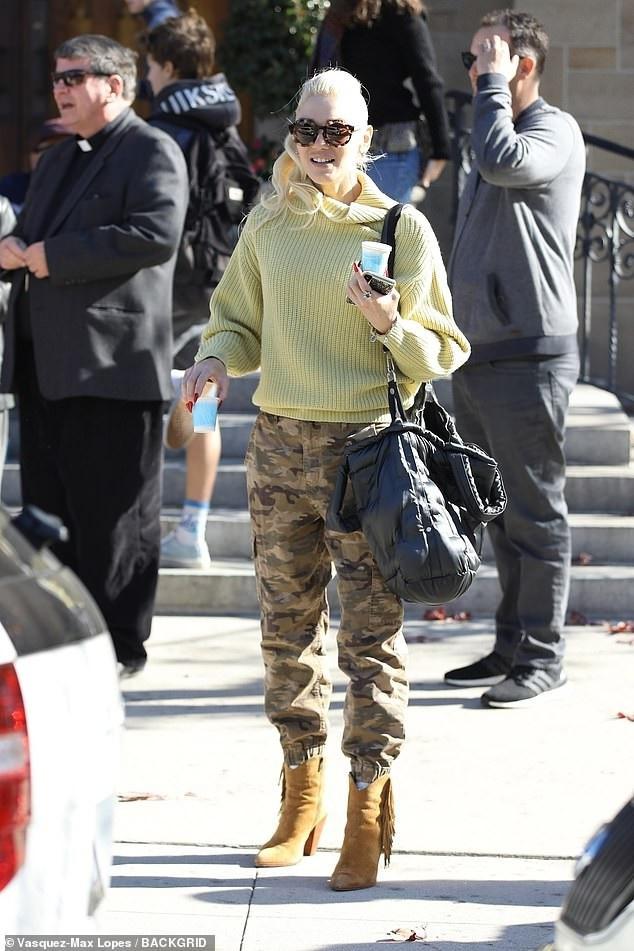Gwen Stefani nổi bật trên đường phố Los Angeles ngày 16/12 vừa qua