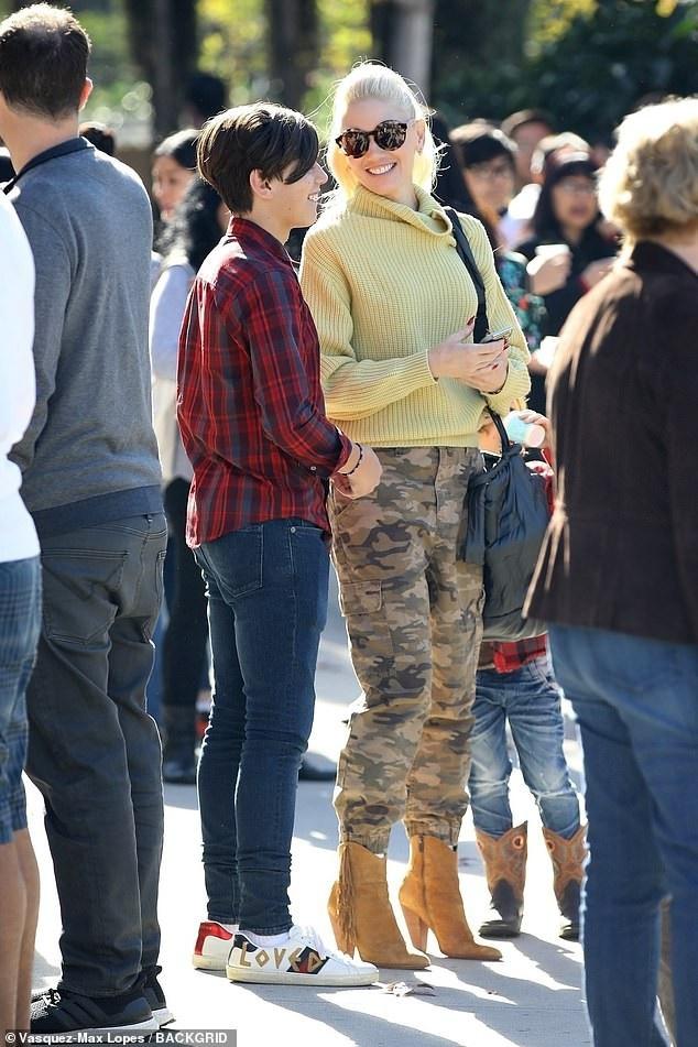 Gwen Stefani từng tiết lộ, bí quyết trẻ đẹp của cô là trang điểm chỉn chu và đầu tư hình ảnh kỹ lưỡng trong mỗi lần xuất hiện. Ngôi sao tóc bạch kim từng là thợ trang điểm trong một tiệm bán mỹ phẩm