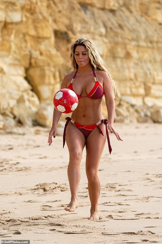 Bianca nói, vóc dáng thon thả giúp cô tự tin diện bikini hơn
