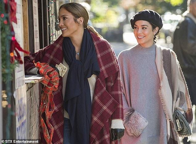 Trong phim Second Act, Vanessa Hudgens đóng cùng đàn chị Jennifer Lopez