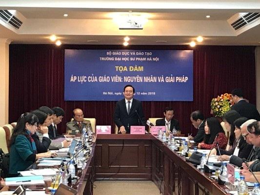 Bộ trưởng Bộ GD&ĐT Phùng Xuân Nhạ phát biểu tại Toạ đàm. Ảnh: VA