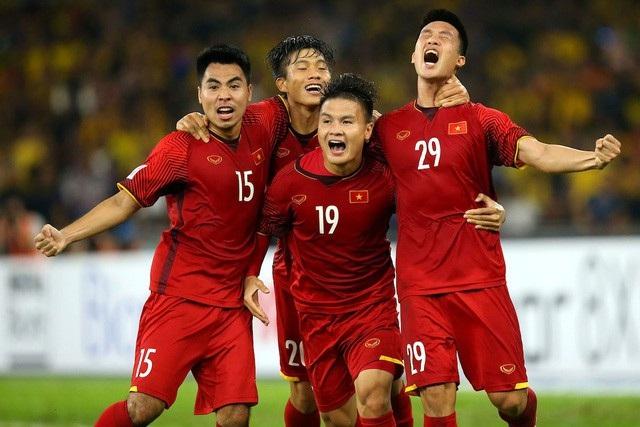 Khánh Linh cho rằng, yếu tố đoàn kết, tính kỉ luật cao và lối đá kĩ thuật là những yếu tố đã giúp đội tuyển Việt Nam giành chức vô địch AFF Cup 2018.