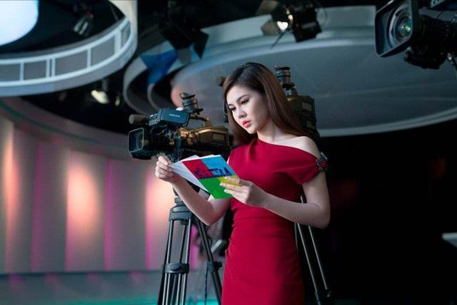Thu Hoài là MC kênh truyền hình thể thao, cũng là một diễn viên.