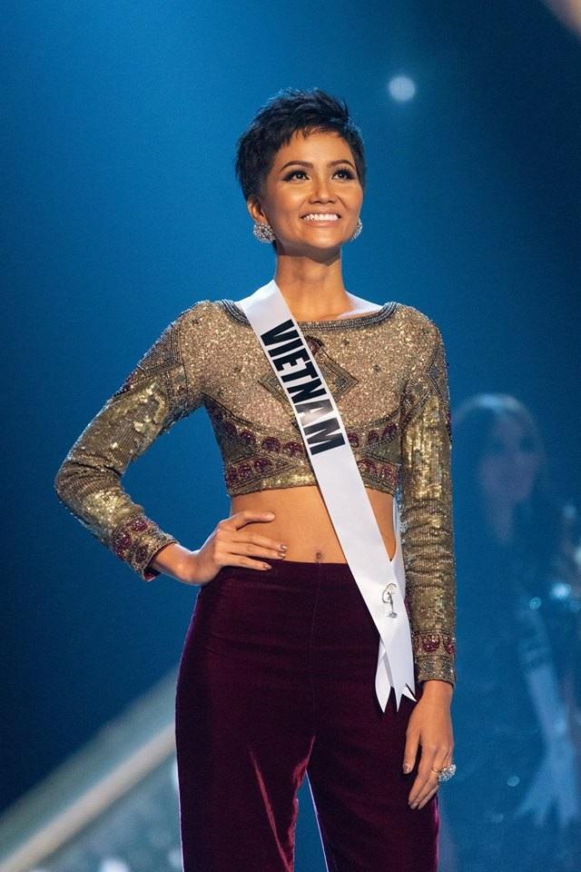 Ngày 17/12, HHen Niê đại diện Việt Nam tham dự chung kết Hoa hậu Hoàn vũ 2018 tại Bangkok, Thái Lan.