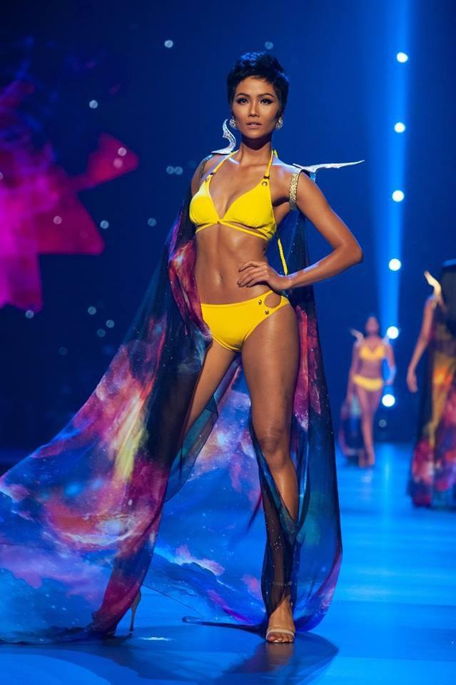 Phần trình diễn áo tắm của HHen Niê được giới chuyên môn đánh giá cao.