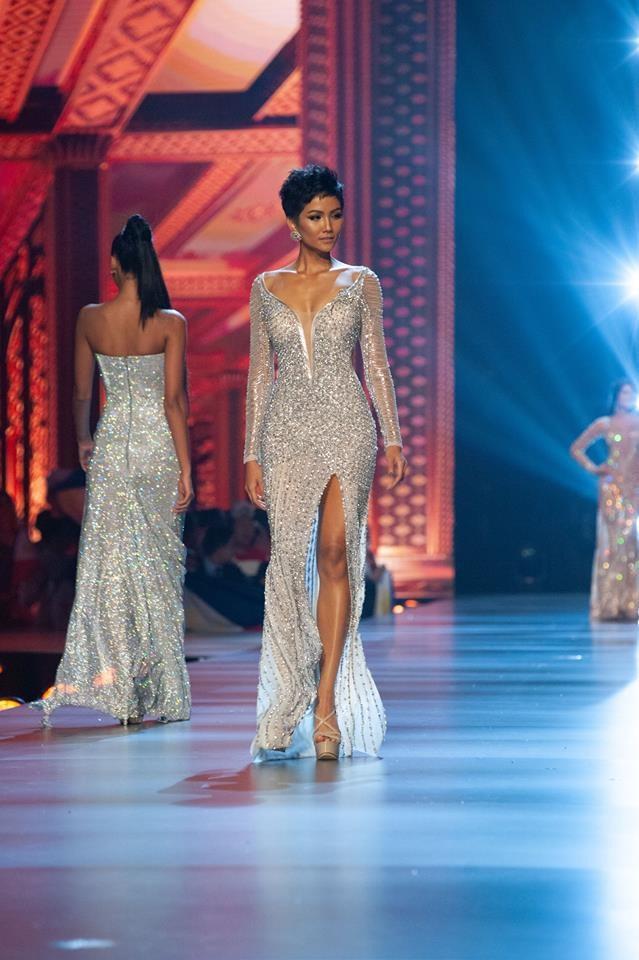 Kinh nghiệm của một người mẫu giúp HHen Niê tiến rất xa trong mùa hoa hậu hoàn vũ năm nay.