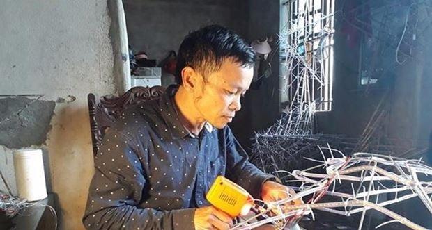 Anh Hòa luôn cần mẫn với công việc mình yêu thích.
