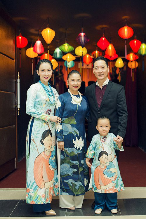 Cô là con gái của bộ đôi nghệ sĩ múa nổi tiếng Vương Linh - Đặng Hùng. Với những đóng góp trong ngành múa, từ năm 2016, Linh Nga đã được trao tặng danh hiệu NSƯT ở tuổi 30. Linh Nga được nhận danh hiệu NSƯT đúng vào ngày cả bố và mẹ cùng được phong tặng danh hiệu NSND.