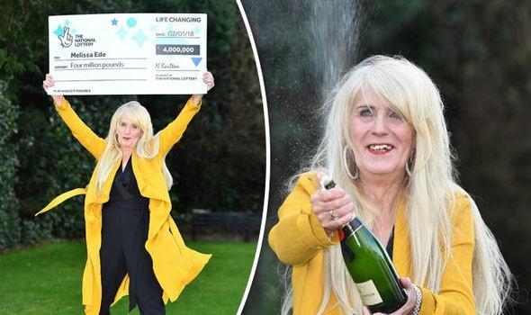 Bà Ede ăn mừng khi nhận giải độc đắc 4 triệu bảng Anh. (Nguồn: Daily Express)